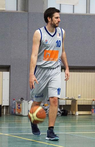 Mit 37 Punkten (5 Dreier) ragte Christian Möller aus einer geschlossenen Mannschaftsleistung heraus. (Foto: Fromme)