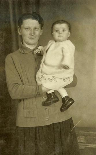 "Dorothea Walter mit ihrem ""Fritzje"" (Foto: Privatarchiv Marion Wuttke)"