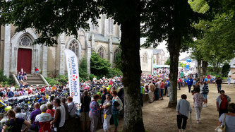 Party in Villaines-la-Juhel to watch the ultra endurance cyclists during Paris-Brest-Paris 2015 Randonneur