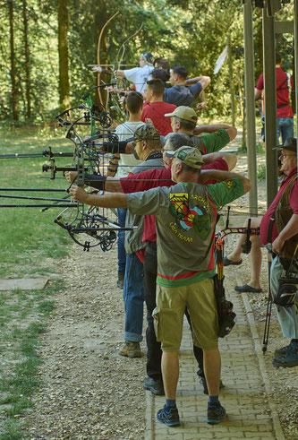 Bogenschützen an der Schießlinie in Esslingen Sirnau