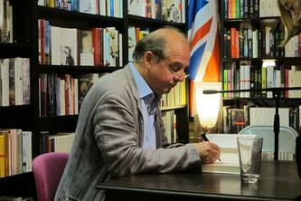 Karl-Heinz Ott signiert Bücher bei Slawski