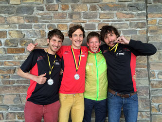 Thorben Dietz, Yannik Duppich, Christoph Gallo und Andreas Keil-Forneck freuen sich über Team DM Silber im Halbmarathon