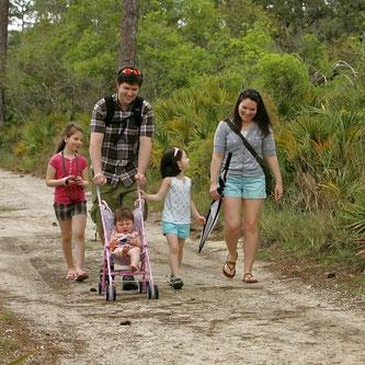 Die Familie steht im Zentrum des gesunden Lebens. Ich biete Gesundheitstherapie für die ganze Familie. Corin Hunn ist auch selber ein Familienmensch und die Gesundheit von Frauen, Männern und Kindern sind ihr wichtig. Familientherapie fördert Wohlbefinden