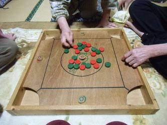 カロムのボードゲーム