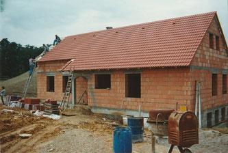 Das bis heute bestehende Vereinsheim im Rohbau