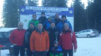 Am Bild: Obmann Reinhold Pirker, Sportler Dominik Maier und Christoph Kogler, sowie Fans und Mitglieder vom RC Mondi (Foto: RC Mondi Frantschach)