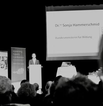 Bildungsministerin Sonja Hammerschmid bei der Eröffnung