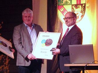 Ortsvorsteher Hans-Peter Wack mit Staatssekretär Roland Krämer