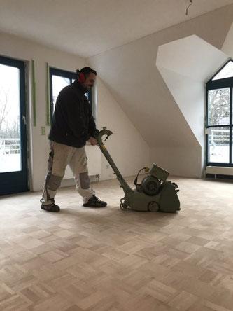 Innenausbau In Bayern Gmbh Co Kg Parkettboden Schleifen Und