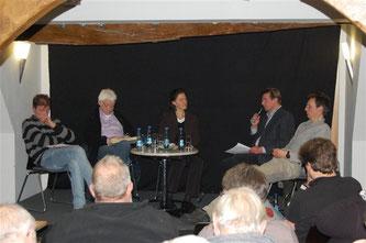 Egbert Schulz (Naturschutzbeauftragter des Landkreises Schaumburg) klärte über die Situation in Schaumburg auf. - Foto: Kathy Büscher