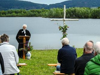 Pastor Klaus-Henning Dageförde spricht von Natur und Schöpfung. - Foto: Kathy Büscher