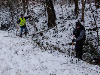Trotz dicker Schneeschicht denken die Naturschützer bereits an den Frühling und die bevorstehende Amphibienwanderung. - Foto: Kathy Büscher