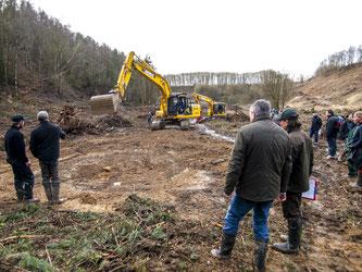 """Der praktische Teil der Veranstaltung fand im Naturschutzgebiet """"Holzhauser Mark"""" in Porta Westfalica statt. - Foto: Kathy Büscher"""