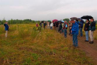Nick Büscher erläuter den Besuchern das Projekt. - Foto: Kathy Büscher