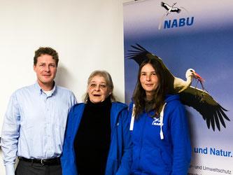 Landesvorsitzender Dr. Holger Buschmannmit Roswitha Möller und Kathy Büscher (v.l.n.r.). - Foto: Mario Winkler