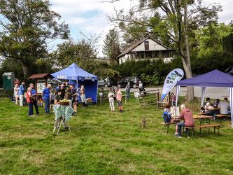 Auf dem Apfelfest in Hohenrode lassen sich zahlreiche Besucher blicken. - Foto: Kathy Büscher