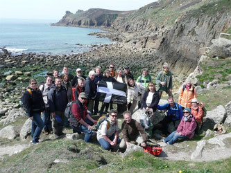 Die NABU-Reisegruppe in der Robbenbucht Najizal kurz vor Land's End. - Foto: Heike Neunaber