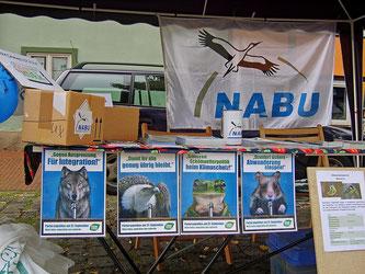 Info-Stand der Naturschützer beim Ökomarkt 2009. - Foto: Kathy Büscher