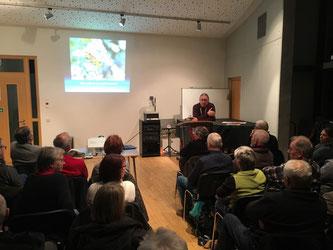 Oliver Nacke referiert über den Insektenschwund. - Foto: Dr. Nick Büscher