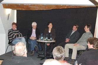 Verena Lutz eröffnet die Diskussion. - Foto: Kathy Büscher