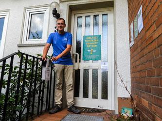 Dr. Nick Büscher am Eingang des Natur- und Umweltschutzzentrums. - Foto: Kathy Büscher