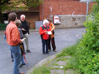 Stemmen - Start der botanischen Exkursion. - Foto: Kathy Büscher
