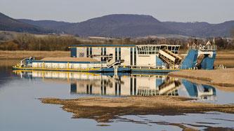 Der Schwimmkettenbagger hat eine einzigartige Landschaft für den Naturschutz geformt. - Foto: Kathy Büscher