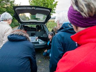 Vor der Exkursion gab es Infos und Bilder von Britta Raabe. - Foto: Kathy Büscher