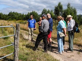 Die Gruppe an der Weide am Stichweg. - Foto: Kathy Büscher
