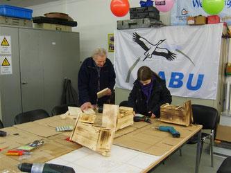 Meisenkästen mit den Stadtwerken im März 2009 gebaut. - Foto: Kathy Büscher