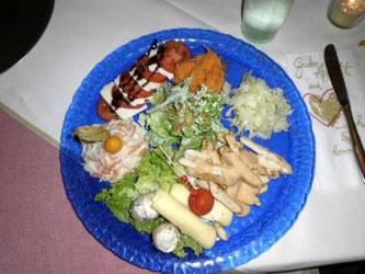 - Der große Salatteller mit Teilfrischen Zutaten für 8,50€ -