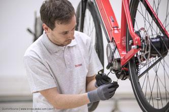 Hersteller unter dem thematischen Dach der Maschinenrichtlinie für E‑Bikes müssen ganz andere Fertigungsprotokolle beachten