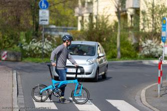 Radfahrer dürfen einen Zebrastreifen benutzen