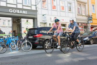 Radfahrer dürfen nicht nebeneinander fahren