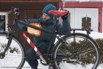 Vor dem Einlagern Fahrrad putzen.