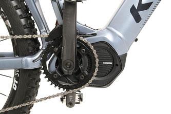 Der kraftvolle Shimano E-8000-Motor liefert energischen Schub und wird von einem starken 630 Wh-Akku mit Strom versorgt.