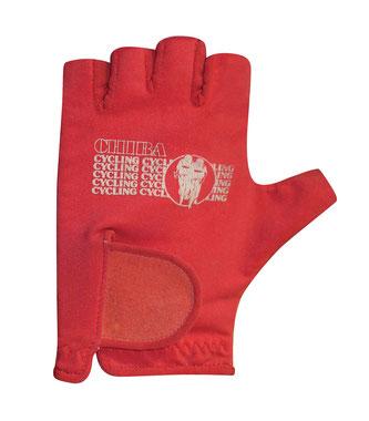Im Leistungsfahrradsport sind Handschuhe - das Bild zeigt den ersten Chiba-Handschuh - ein wesentlicher Teil des Erfolgs.