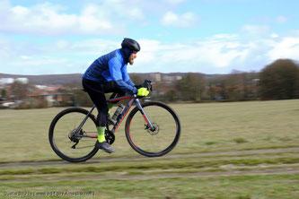 Bei sogenannten Gravel‐Bikes sind Reifen zwischen 30 und 50 Millimeter Breite verbaut