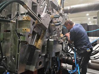 VELOSIONE bringt die Fahrradrahmenproduktion zurück nach Deutschland- Verkaufsstart des ersten spritzgegossenen open-mold Carbon City-eBike Rahmens