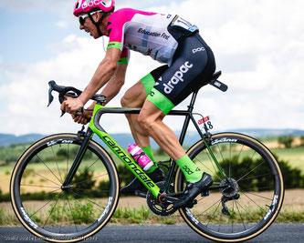 Namhafte Rennradhersteller und Team‐Sponsoren stellen ihre neuen Hightech‐Maschinen vor