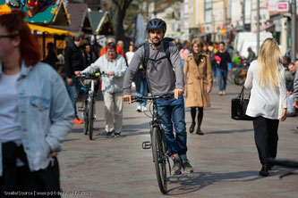 Radfahrer müssen in der Fußgängerzone grundsätzlich schieben