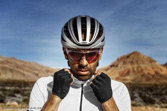 Ein wettkampftauglicher Helm muss leicht, wohl belüftet und sogar ausreichend aerodynamisch sein