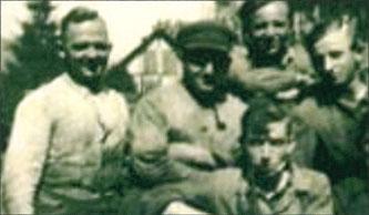 BU: Gründungsteam im Jahr 1920 mit den Brüdern Hugo (lks.) und Karl Büchel (re.).