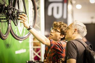 Auf der VELOBerlin gibt es Informationen aus erster Hand. Wem ein Rad gefällt kann es auch gleich auf den großen Teststrecken ausprobieren und auch kaufen. / Foto: VELOBerlin