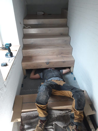 Montage der letzten unteren Stufenblöcke