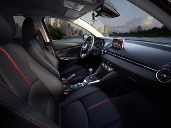 Innen sieht der Mazda2 nobel aus. Denn die Japaner haben sich für hochwertige Materialien entschieden. Foto: Mazda