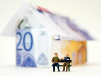 Immobilienbesitzer, die energetisch Sanierung wollen, müssen beachten: Liegt die Sanierung zeitlich nah an dem Erwerb, fallen die Kosten womöglich unter die Herstellungskosten. Was das Absetzen von der Steuer schwieriger macht. Foto: Andrea Warnecke