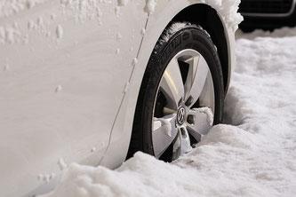 Autofahrer sollten im Winter gut auf Stau oder Pannen vorbereitet sein (Smbolbild; Foto: pixabay.com / qimono)