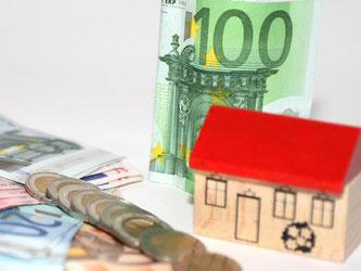 Der Kauf einer Immobilie ist zunächst eine große Investition. Als Geldanlage kann sich der Erwerb rechnen, wenn man einige Dinge beachtet. Foto: dpa-infocom