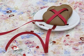Besonders gerne wird zum Valentinstag auch Schokolade ver-schenkt (Symbolbild; Foto: pixabay.com / Bru-nO)